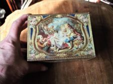 VINTAGE KEMPS BISCUIT TIN REPRO FRENCH SNUFF ANTIQUE CASKET V&A MUSEUM
